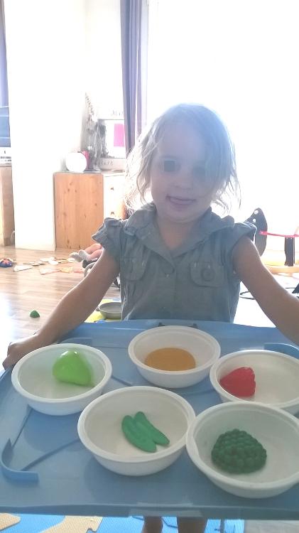 Mini démon nous a preparé un plateau repas.