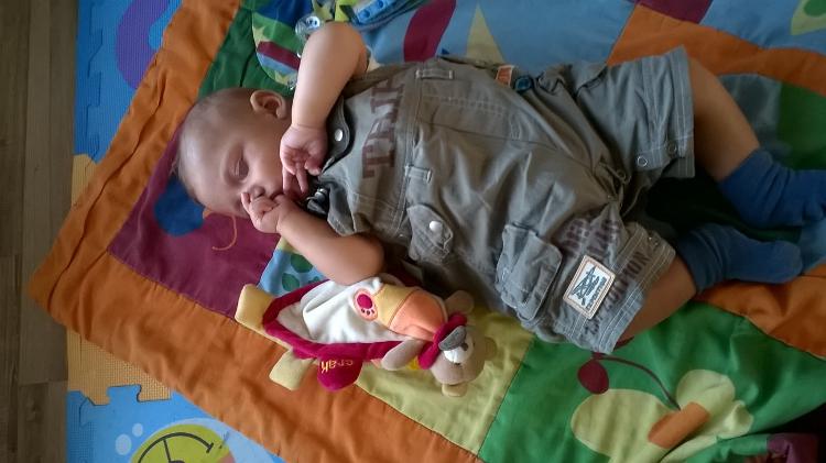 Grosse fatigue pour bébé T. qui confond le jour en la nuit en ce moment!