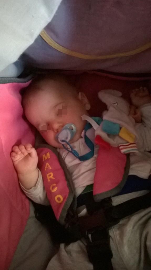 Petite sieste au parc pour M.